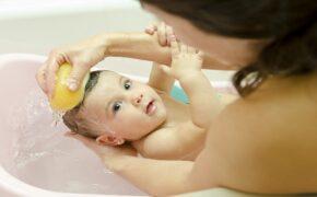 Hướng dẫn cách tắm cho trẻ sơ sinh bằng sữa tắm đúng chuẩn