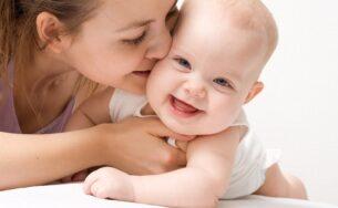 Cách chăm sóc trẻ khi trời nồm ẩm an toàn bố mẹ nên biết