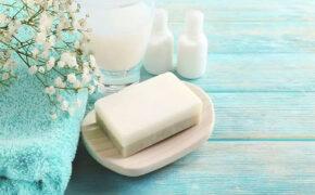 Có nên dùng xà bông tắm cho bé sơ sinh hay không?